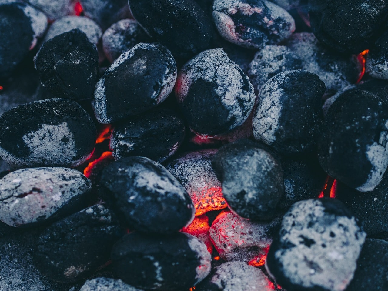 How Much Charcoal To Use For Great Barbecue Flavor