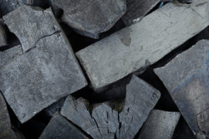 lump charcoal vs briquettes
